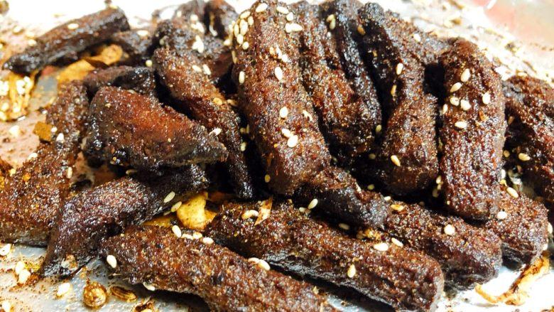 五香牛肉干,这样就可以装盘出锅啦!一份适合煲剧,下午茶的牛肉干,满满都是肉!