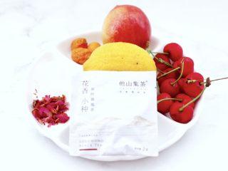 玫瑰水果小种红茶,首先备齐所有的食材。