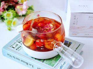 玫瑰水果小种红茶,茶香无比的玫瑰水果花香小种红茶就煮好了。