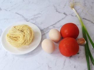 西红柿鸡蛋面,准备好材料
