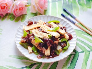 腐竹炒木耳,健康又美味