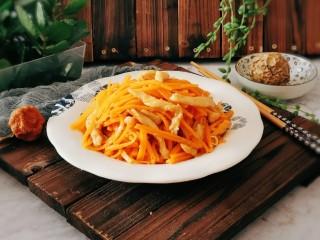 胡萝卜炒肉丝,出锅装盘
