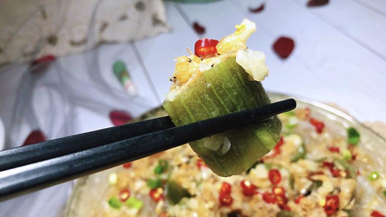 蒜蓉蒸丝瓜➕蒜蓉粉丝蒸丝瓜,这道菜做法简单,丝瓜鲜嫩,粉丝入味,蒜香浓郁,鲜美可口,很适合夏日里食用,喜欢的小伙伴们一起来试试吧😄