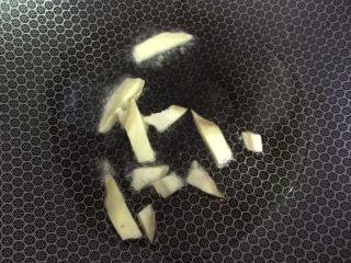 彩椒椒盐虾,炒姜片