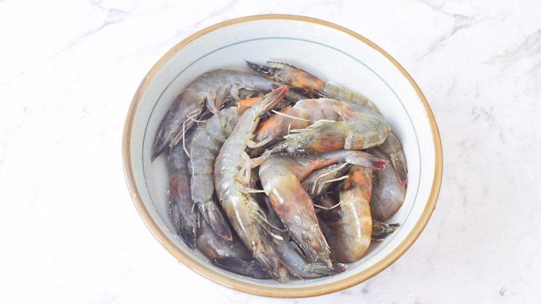 蒜蓉粉丝虾,抓匀腌制备用