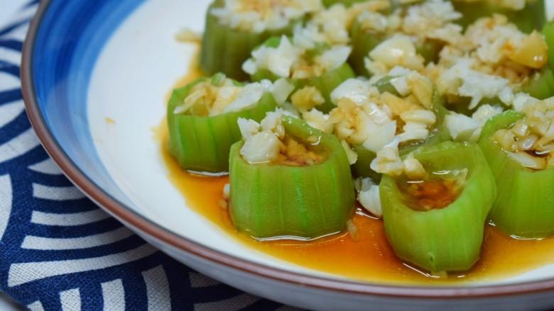 蒜蓉蒸丝瓜,夏季适合吃的清淡一些。