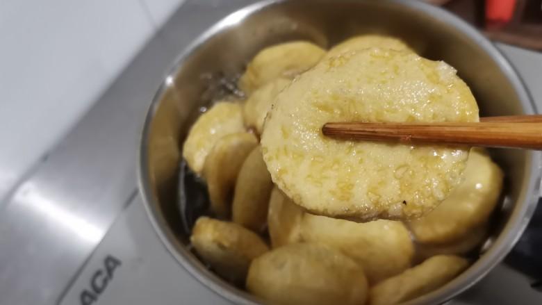 卤素鸡,炸至外面金黄。