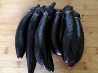 香酥炸茄花,鮮嫩紫皮茄子六根。