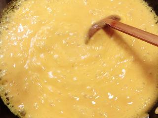 奶油南瓜汤,开锅后,持续搅拌均匀。