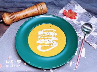 奶油南瓜汤,在家也可以轻松享受好吃的西餐,试着做起来吧!