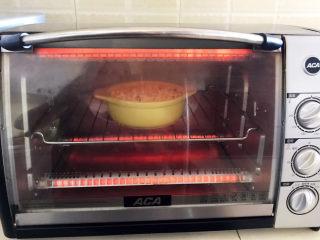 芝士焗南瓜,烤箱提前预热5分钟,上下火200W烤5分钟