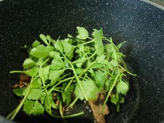 芹菜炒猪肝,加芹菜
