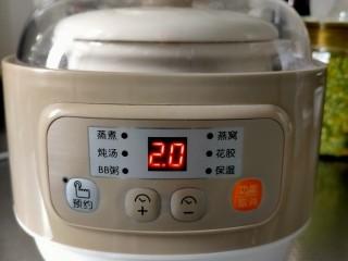 胡萝卜玉米排骨汤,盖上盖子,调节炖汤功能2小时