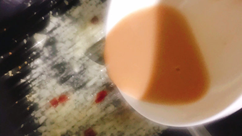 腐乳空心菜,再倒入腐乳汁炒均匀