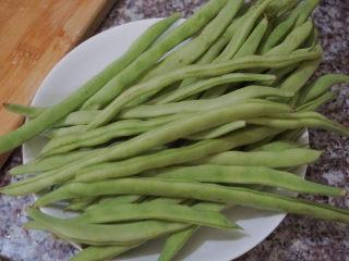四季豆炒肉,準備好適量的四季豆
