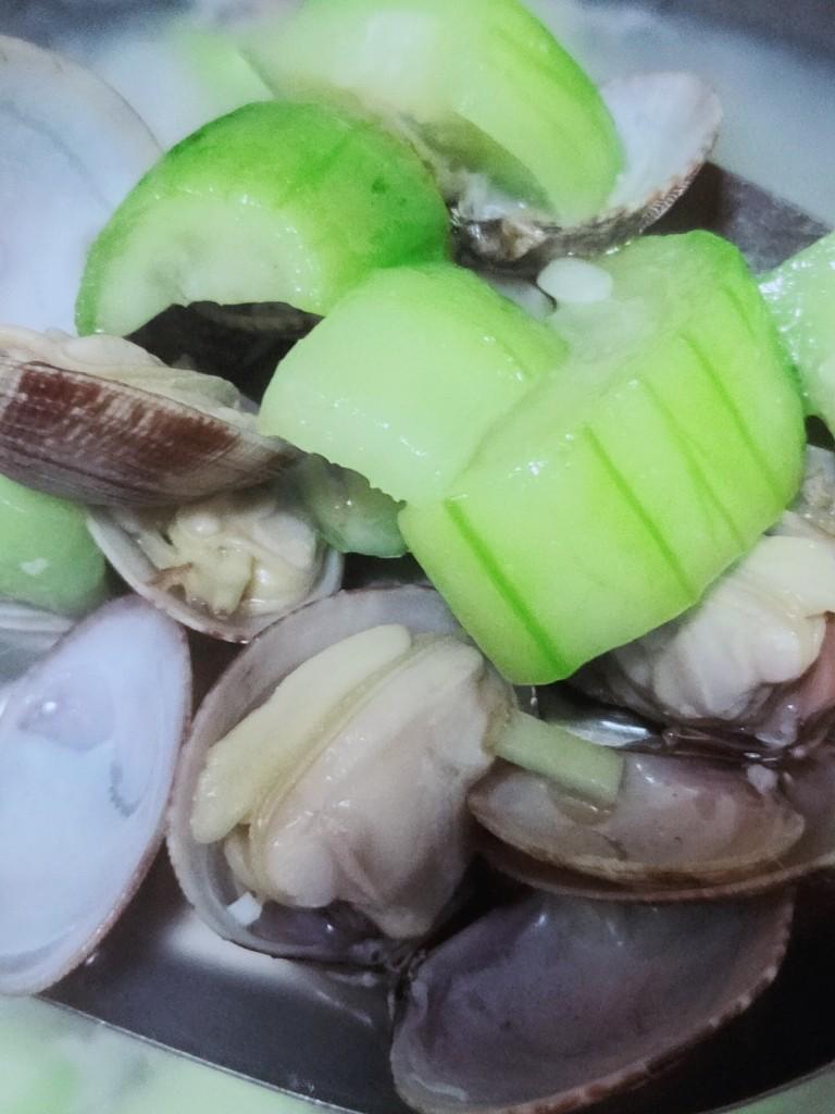 丝瓜花蛤汤,待丝瓜全部煮软,关火