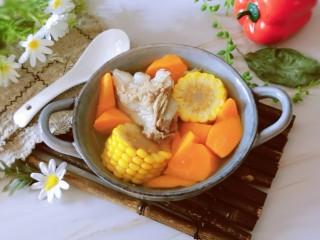 胡萝卜玉米排骨汤,出锅啦  香香的呀