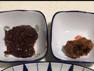 水煮龍利魚,豆瓣醬、火鍋底料備用