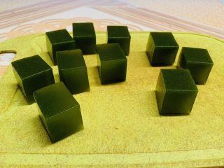 黄瓜牛奶甜凉粉,切成正方小块。