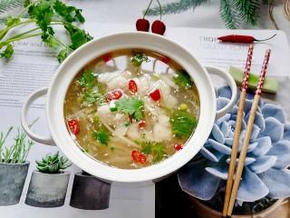 水煮龙利鱼,拍上成品图,一道美味又营养的水煮龙利鱼就完成了。