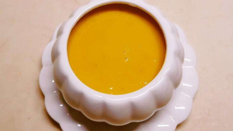 奶油南瓜汤,倒入南瓜碗里