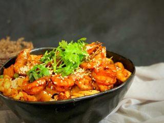 美味佳肴虾锅,撒芝麻