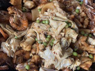 美味佳肴虾锅,放糖蚝油鸡粉