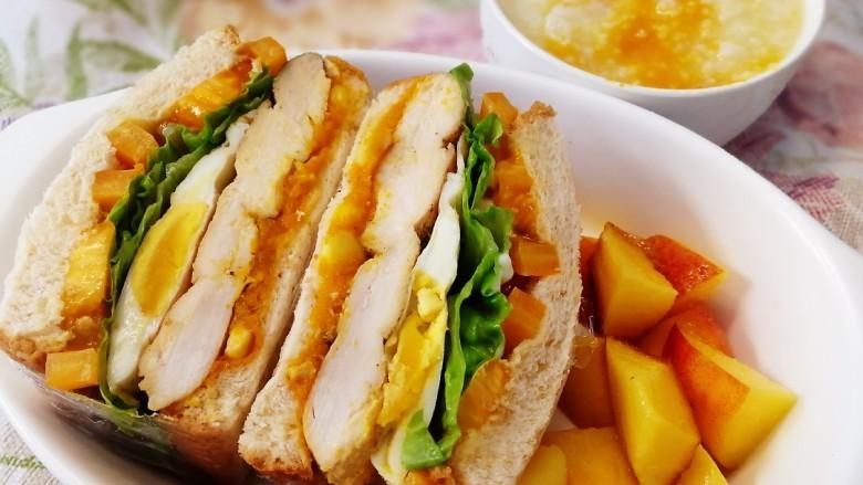 甜玉米鸡胸肉全麦三明治,<a style='color:red;display:inline-block;' href='/shicai/ 5080'>甜玉米粒</a>鸡胸肉全麦三明治,一碗南瓜粥,一点水果,早餐吃起。