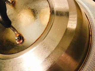 角瓜蔬菜瘦肉卷,将制作好的西葫芦菜卷放入蒸锅内,盖上盖子,水沸后再蒸15分钟左右,熟透后取出就可以了。