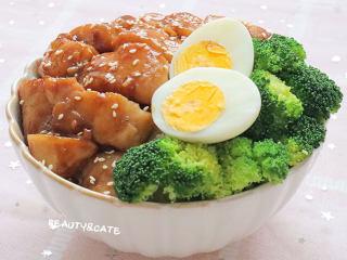 真的有魔力!這碗照燒巴沙魚飯竟吃出了鰻魚飯的口感~,照燒巴沙魚飯就做好啦,開吃吧~
