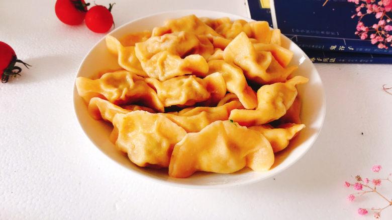 鲅鱼水饺,盛入盘中即可食用