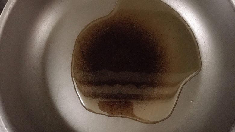 红烧王特鲳鱼,热锅冷油。