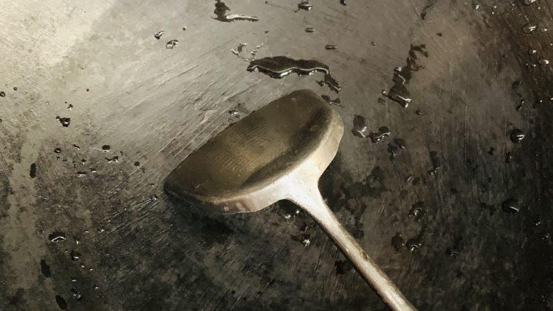 清炒南瓜丝,洗锅开小火。
