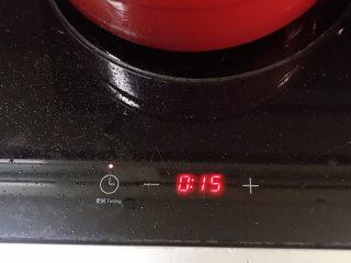 土豆烧鸡翅,转小火,定15分钟