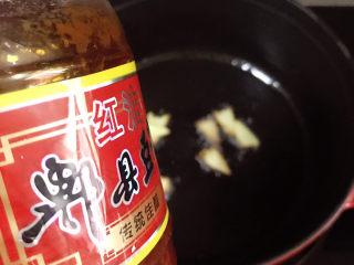 土豆烧鸡翅,准备好郫县豆瓣酱