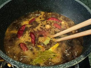 水煮龙利鱼,搅拌均匀,煮5分钟