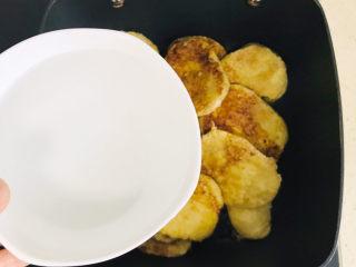 卤素鸡,起另一锅,将素鸡码放进锅里,加一碗清水