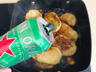 卤素鸡,淋上少许啤酒