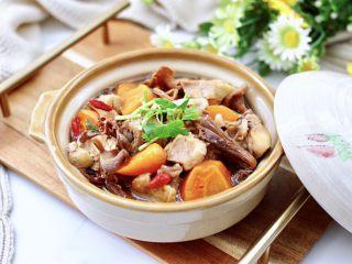 榛蘑胡萝卜鸡汤,营养丰富又超级好喝。