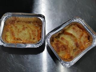 芝士焗南瓜,烤至表面微微上色即可取出。