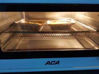 芝士焗南瓜,180-200度左右,上下火烘烤20分左右。