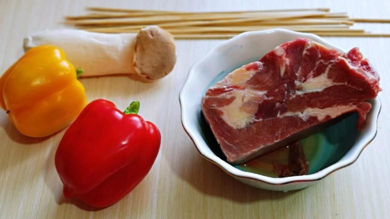 孜然羊肉串,准备食材,<a style='color:red;display:inline-block;' href='/shicai/ 329'>羊肉</a>洗干净,用冷水将血水泡出。(反复换冷水)