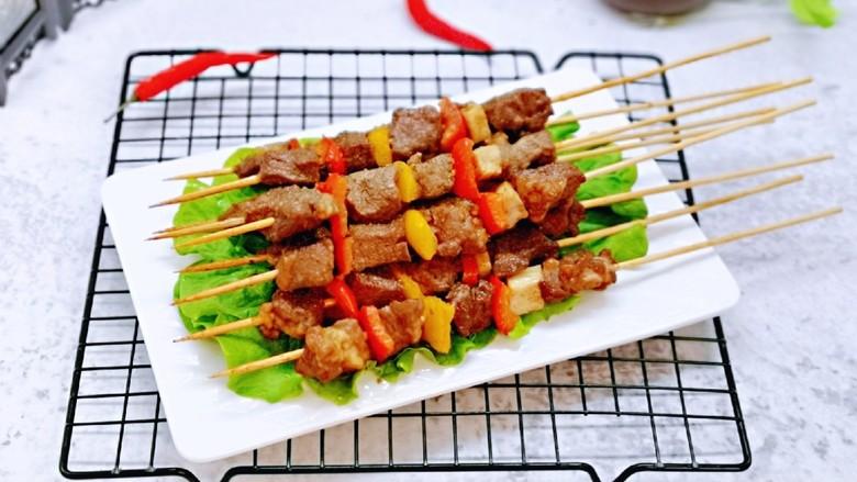 孜然羊肉串,喜欢吃辣的还可以撒上辣椒粉。