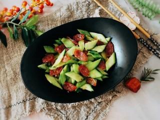 黄瓜炒香肠,出锅