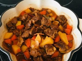 番茄牛腩煲,如果汤汁多的话,转大火收汁