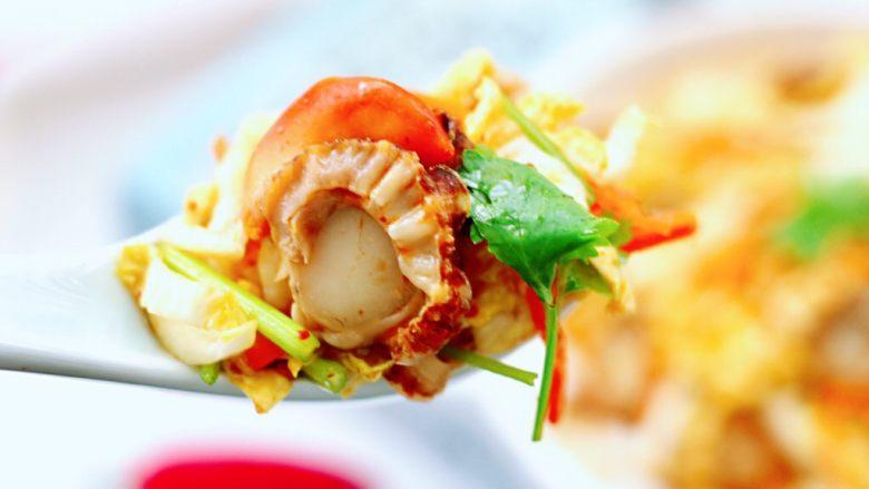 白菜心红油扇贝肉,吃上一口就停不下来了,简直不要太好吃了。