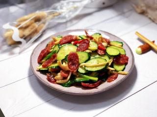 黄瓜炒香肠➕黄瓜白玉菇炒香肠,成品