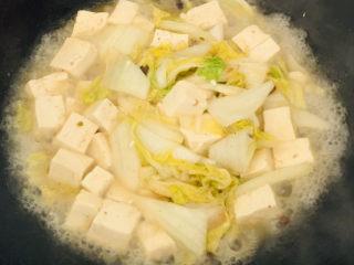 娃娃菜炖豆腐,大火煮2分钟即可~
