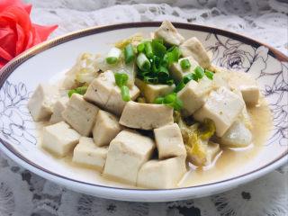 娃娃菜炖豆腐,装盘,撒上葱花~