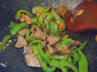 青椒炒猪肝,等待收汁就可以上锅啦